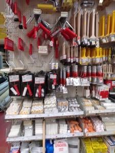 Farben / Malerbedarf / Klebstoff/ Spachtelmasse / Werkzeuge